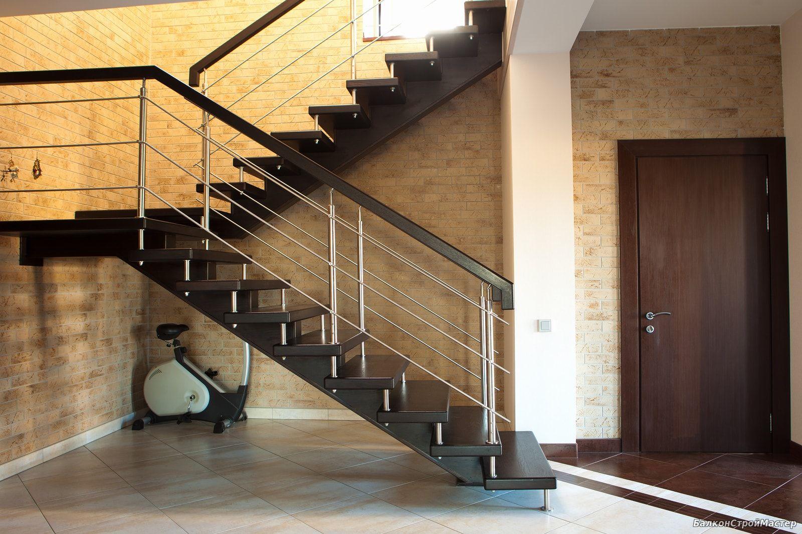 Лестница на 2 этаж в частном доме из металла